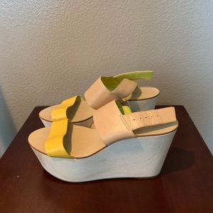 Nude platform with yellow strap